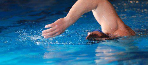 Errores más comunes al nadar crol.