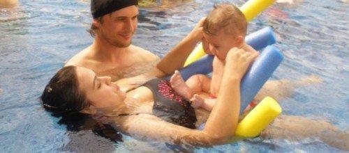 ¿Por qué debo apuntar a mi bebé a natación?