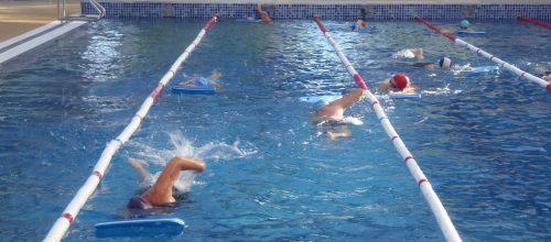 Beneficios de la natación en adultos en Illes Centres de Wellness.